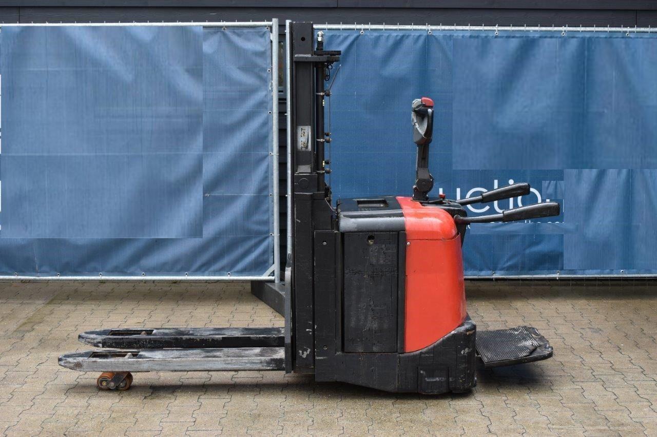 Ηλεκτροκίνητο Stacker με πλατφόρμα – BT SPE 200D